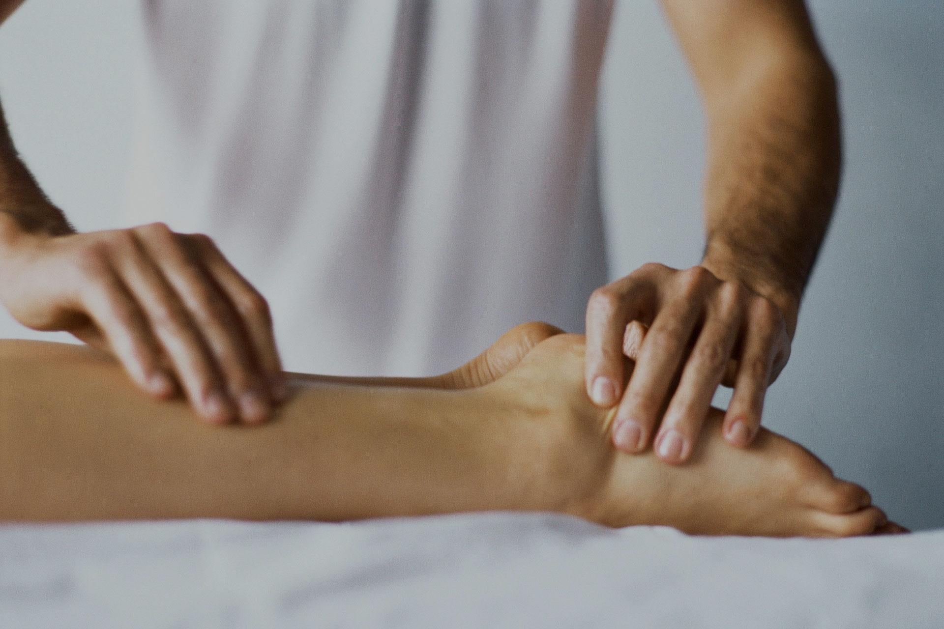 Behandling av fotbesvär och muskelvärk